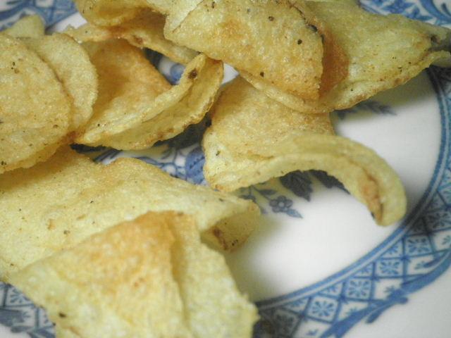 堅あげポテト匠味炭焼き鶏とレモン味04