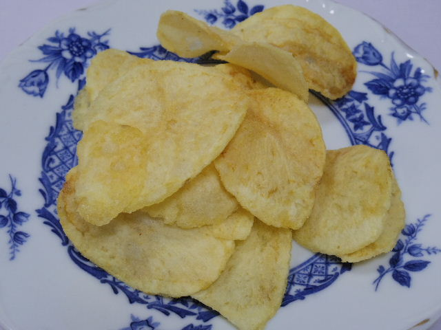 花畑牧場-チーズを食べるポテトチップス-ブルーチーズ3