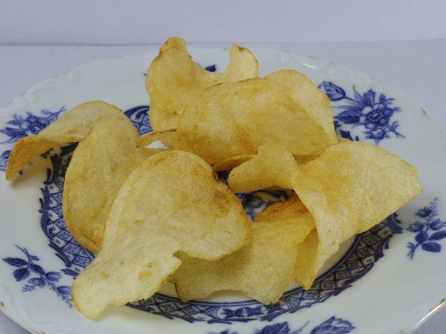 カルビーポテトチップス 北海道バターしょうゆ味3