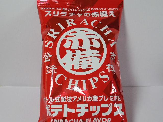 今回のおやつ:「スリラチャの赤備え ポテトチップス」を食べる!