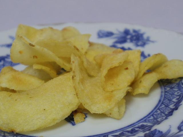 じっくり揚げたポテトチップス レモンソルト味4