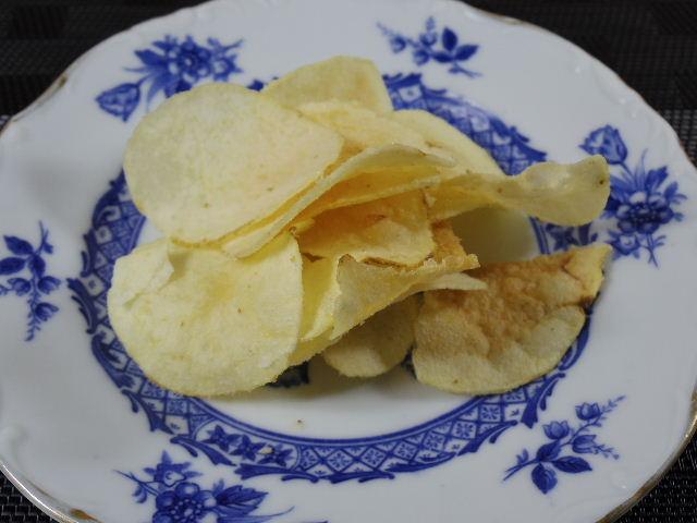 パインアメ味のポテトチップス4