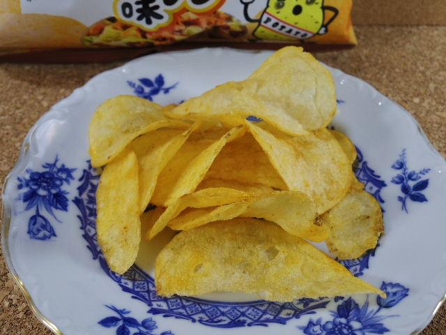 カルビー ポテトチップス ピリ辛鶏ちゃん味噌味4