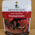 フルーティーな甘酸っぱさがウマイ:「ブルックサイド ダークチョコレート ザクロ」を食べる!