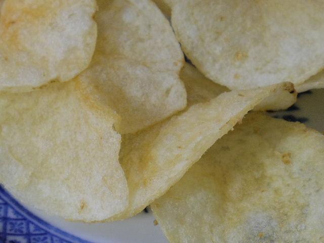 カルビーポテトチップスうすしお味4
