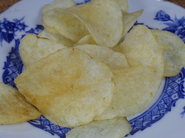 カルビーポテトチップスうすしお味3