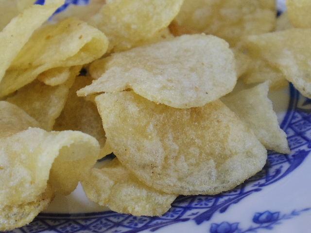 カルビー ぽいっとポテト白いチーズ味05