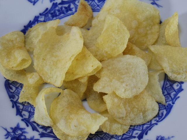 カルビー ぽいっとポテト白いチーズ味04