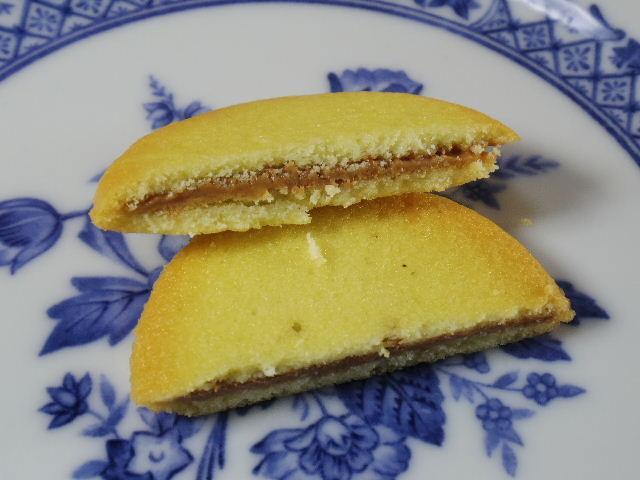 ファミマスイーツ ラングドシャチョコサンドクッキー05