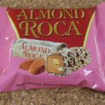アメリカのお菓子:「ブラウン&ヘーリー アーモンドロカ」を食べる!